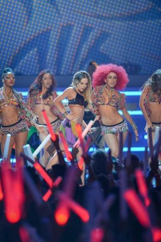 Performance at Premio Juventud with Belinda
